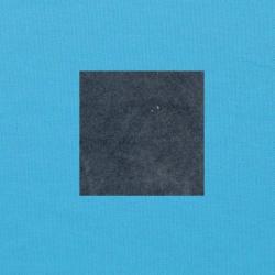 Grijs op helderblauw
