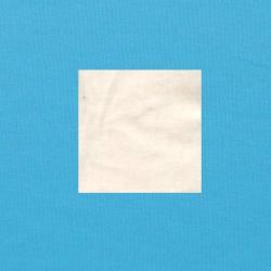 Wit op helderblauw