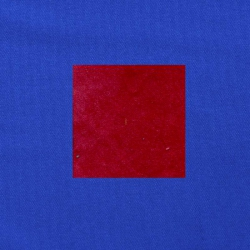 Rood op kobaltblauw