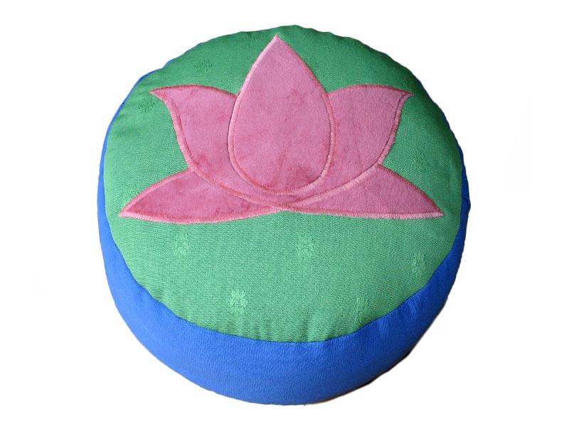 Voorbeeld driekleurige kussens