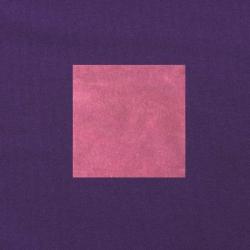Donkerroze op paars